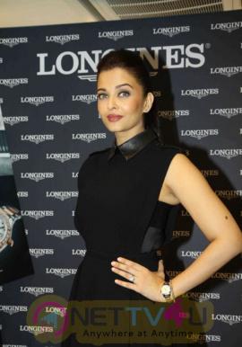 indian film actress aishwarya rai stills 12