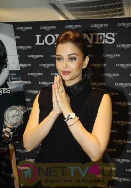 indian film actress aishwarya rai stills 13