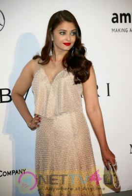 indian film actress aishwarya rai stills 15