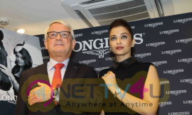 indian film actress aishwarya rai stills 4