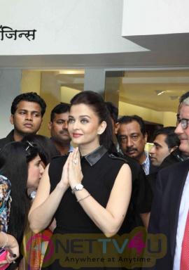 indian film actress aishwarya rai stills 5