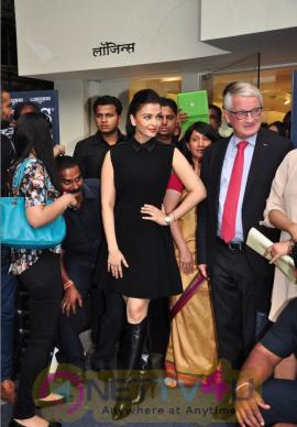 indian film actress aishwarya rai stills 7