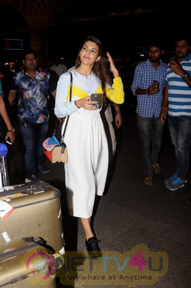 Jacqueline Fernandez Spotted At Airport Stills Hindi Gallery