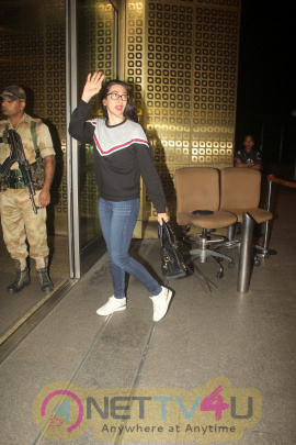 Karishma Kapoor & Ranveer  Singh Spotted At Airport Stills Hindi Gallery