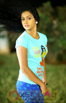 Karulo Shikarukelite Telugu Movie Good Looking Stills
