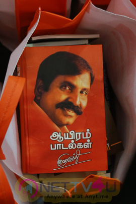 Kaviperarasu Vairamuthu Meets And Greets His Readers At Chennai Book Fair 2016 Photos Tamil Gallery