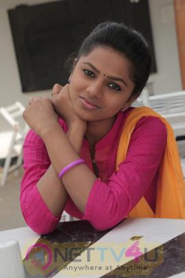 Kurangu Bommai Tamil Movie Exclusive Stills Tamil Gallery