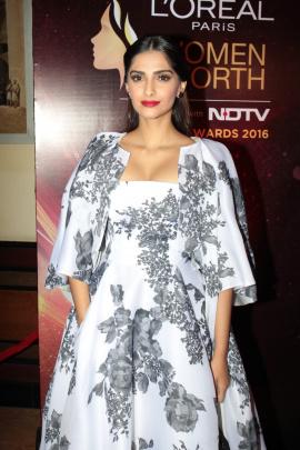 Katrina Kaif At Red Carpet Of Loreal Paris Women Of Worth Awards Photos Hindi Gallery