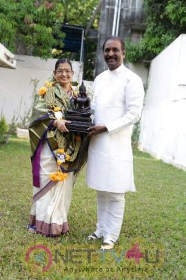 Kaviperarasu Vairamuthu Felicitated P.Suseela For His Guinness Record Stills Tamil Gallery