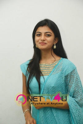 latest images of actress anandhi in trisha ledaa nayanthara trailer launch
