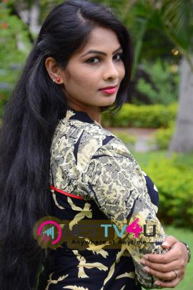 latest images of actress bhanu at bandook platinum disc function