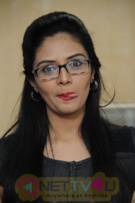 latest photos of actress srimukhi at radio city