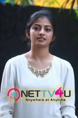 Latest Photos Of Kollywood Actress Anandhi