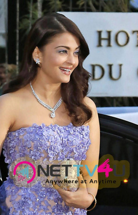 latest photos of sizzling actress aishwarya rai at amfar 22nd cinema