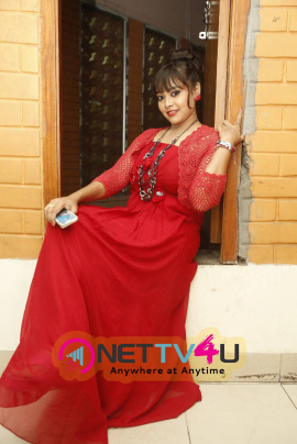 latest photos of tollywood actress anusha in red dress