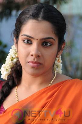 latest stills actress sandhya in half saree