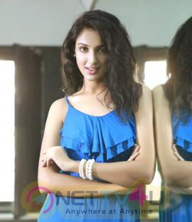 Majnu Actress Priya Shri Hot HD Stills