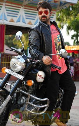 Manal Kayiru 2 Movie Gorgeous Stills Tamil Gallery