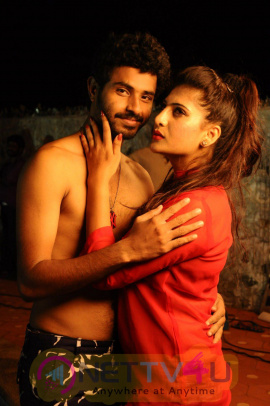 Nee Enna Maayam Seithai Movie Latest Stills
