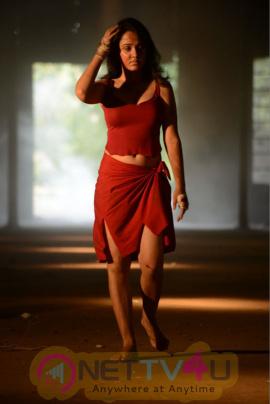 nisha kothari stills from criminals telugu movie
