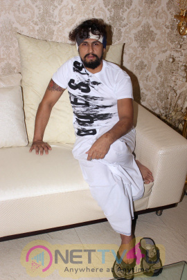 Photos Of Sonu Nigam Talk About His Recently Social Experiment Roadside Ustaaad Hindi Gallery