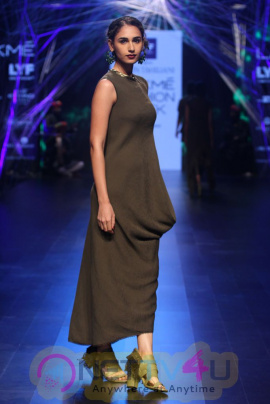 Photos Of Tarun Tahiliani At Lakme Fashion Week Winter Festive 2016 Hindi Gallery