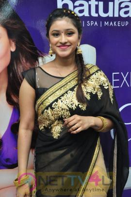 Priya Anduluri Excellent Stills At Inaugurates Naturals Lounge Salon