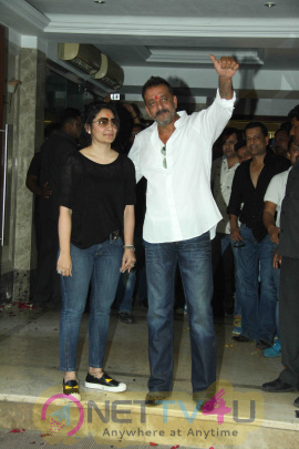 Photos Of Sanjay Dutt Interacts With Media After Release From Yerawada Prison Hindi Gallery