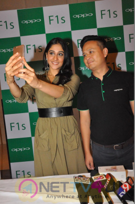 Regina Cassandra Launches Oppo F1s Phone Photos Telugu Gallery
