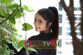 recent photos of actress asha bhatt from oru melliya kodu movie