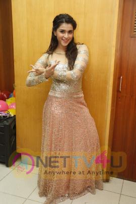 recent photos of actress mannara at tsr tv9 national film awards