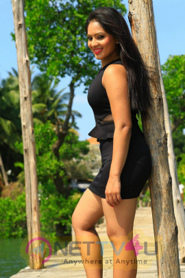 recent photos of nikesha patel from karaiyoram tamil movie