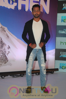 Salute Siachen With Arjun Rampal, Rannvijay Singh & Arunoday Singh Gorgeous Photos Hindi Gallery