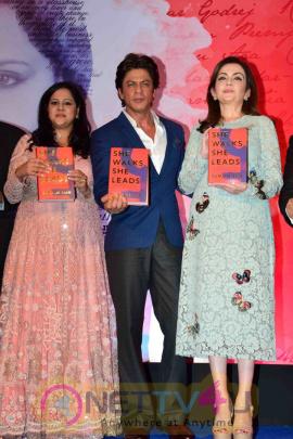 Shahrukh Khan Launches Gunjan Jain Book She Walks She Leads Beautiful Photos Hindi Gallery