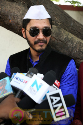 Shreyas Talpade And Manjari Phadnis Visit Siddhivinayak Temple Photos Hindi Gallery