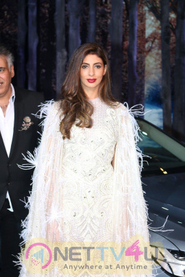 Shweta Nanda Bachchan Walked The Ramp As Show Stopper For Khosla Jani Unveil Collection Photos