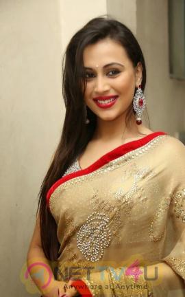 Simran Kapoor Hot Photos In Saree Telugu Gallery