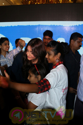 Sonam Kapoor At 7th Anniversary Celebration Of Indian Leading Artists Gorgeous Photos Hindi Gallery