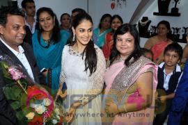 Store Launch For Razwada Jewels With Genelia D'Souza & Malaika Arora Khan & Urvashi Rautela Photos