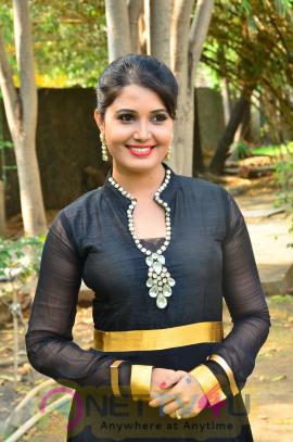 sandra amy malayalam actress photos 1