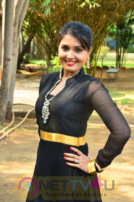 sandra amy malayalam actress photos 10