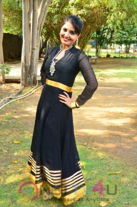 sandra amy malayalam actress photos 11