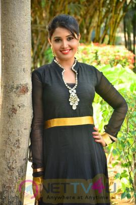 sandra amy malayalam actress photos 14