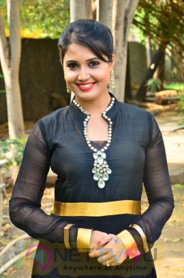 sandra amy malayalam actress photos 3