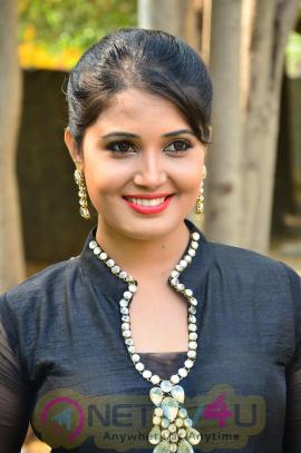 sandra amy malayalam actress photos 4