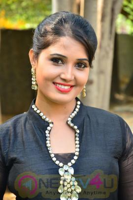 sandra amy malayalam actress photos 5