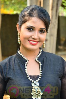 sandra amy malayalam actress photos 6