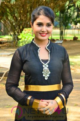 sandra amy malayalam actress photos 7