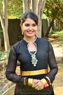 sandra amy malayalam actress photos