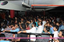 srimanthudu movie hangama in kukatpally hyderabad